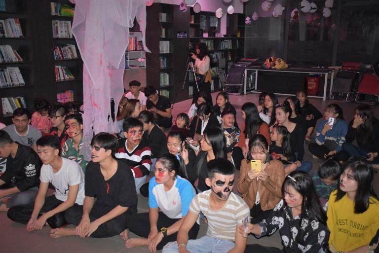 Sinh viên Trường ĐH Phú Xuân trong Lễ hội Halloween