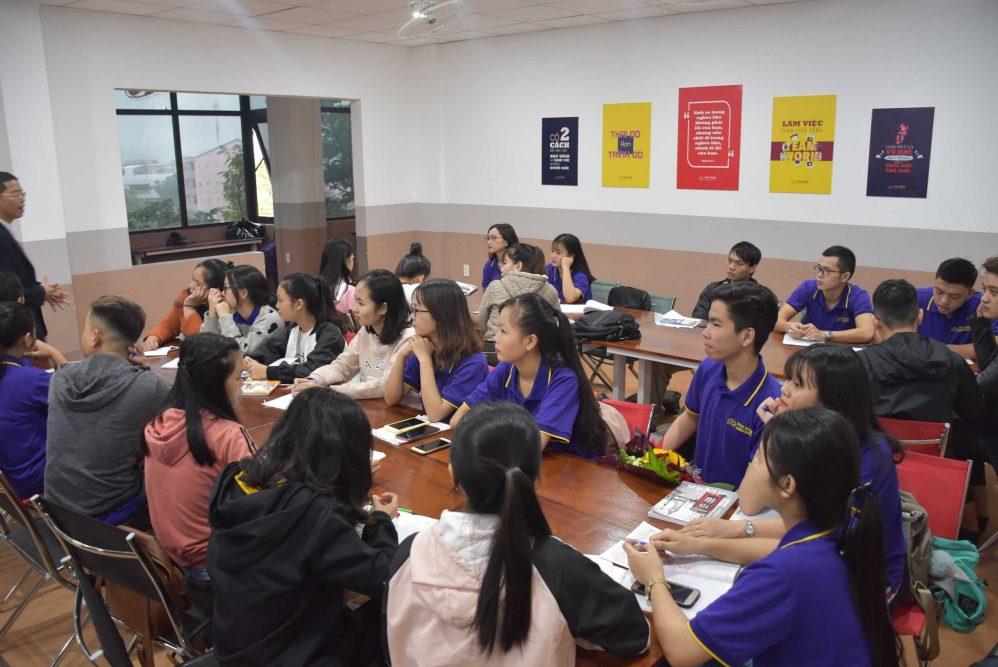 Giao lưu và chia sẻ kinh nghiệm giữa chuyên gia và sinh viên ngành du lịch trường ĐH Phú Xuân