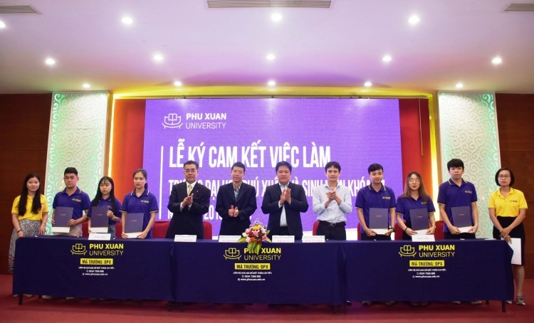 Trường Đại học Phú Xuân ký cam kết việc làm cùng sinh viên khóa 17
